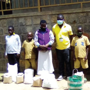 Assinapold in Burera district delivers food to five vulnerable families